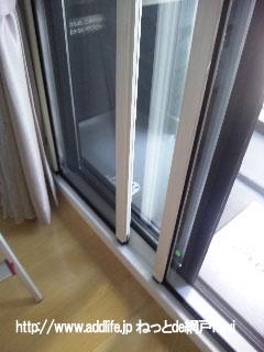 テラス窓用の横引きロール網戸両引きタイプ