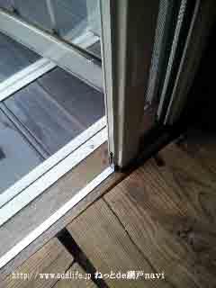 テラスドアの横引きロール網戸