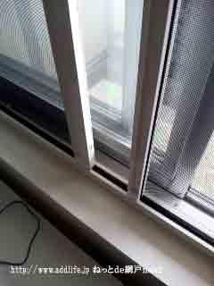 小窓の横引きロール網戸
